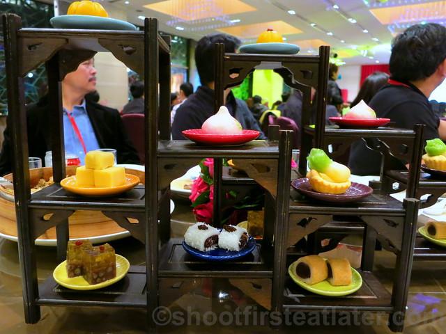 classic desserts in Chinese curio box-001