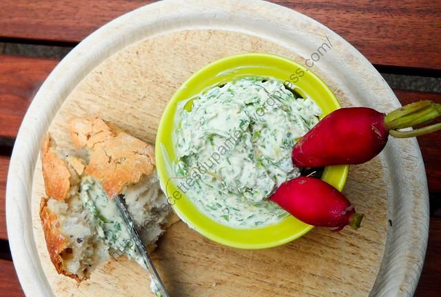 Fromage à tartiner aux fânes de radis / Radish Green Cheese Spread