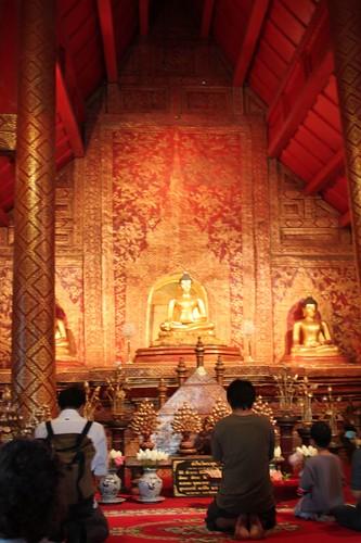 20120123_2558_Wat-Phra-Singh-chapel