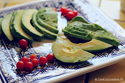 avocado tomberries salad