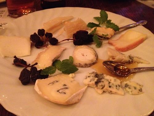 チーズの盛り合わせ@Beer & Wine Cafe 65 (ロクゴ)