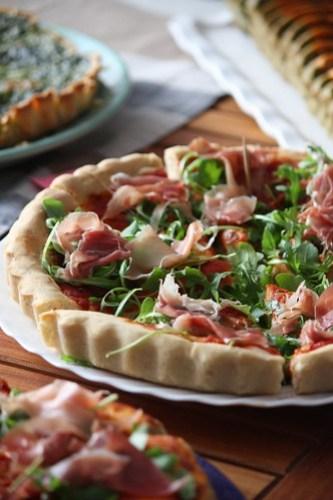 Recette pizza maison a la roquette et au jambon de parme ma p 39 tite cuisine - Pizza maison idee ...