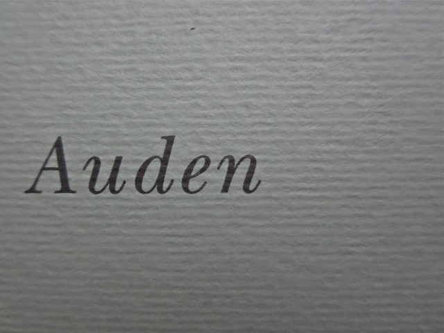 W. H. Auden, Grazie, nebbia; Adelphi 2011 [responsabilità grafica non indicata]. Copertina (part.), 2