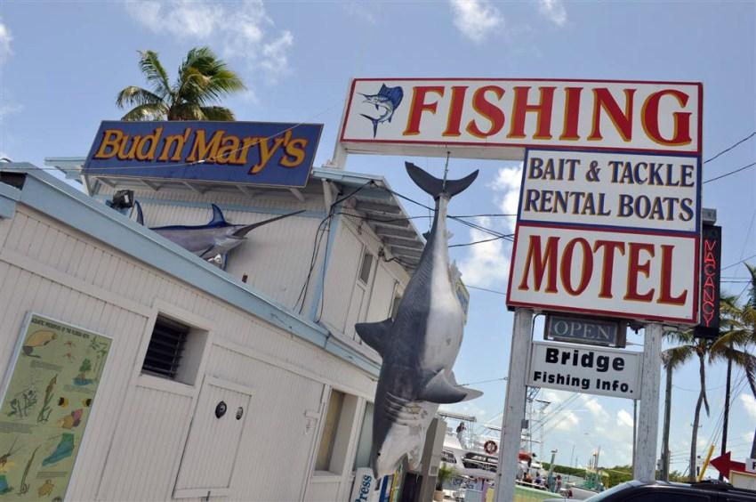 Motel en el puerto a la salida de Key Largo donde se ofrecen excursiones de pesca deportiva