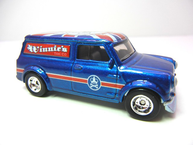 hot wheels nostalgia pin ups austin mini van (2)