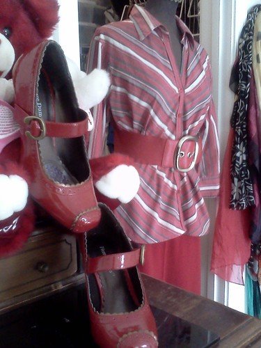 I-Shops-My-Closet fashion dilemma: What to do with a red, white and grey top? (4/6)