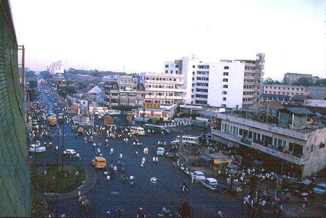 Saigon 1965-66 (9) - Ngã 6 Phù Đổng
