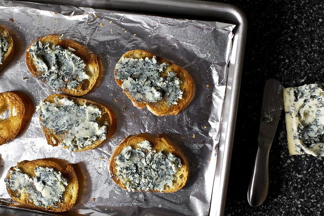 croutons spread with blue cheese