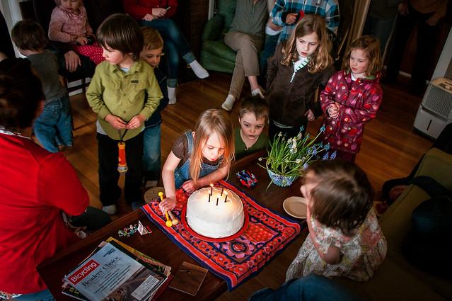 sadie's 5th birthday cake crowd 2