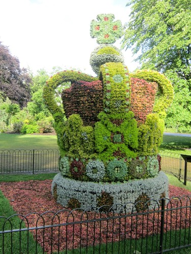 Royal Topiary by Webminkette