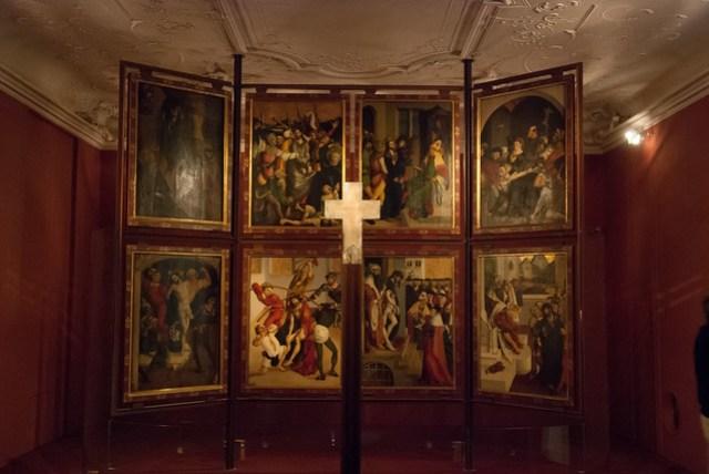 有古時候宗教儀式用的器物展,甚至還有主教的棺材?皇冠和寶杖也是相當華麗
