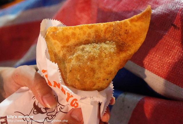 這個三角包還不錯,馬鈴薯混雞肉混著印度香料的味道挺特別,個人覺得比捲餅好吃。
