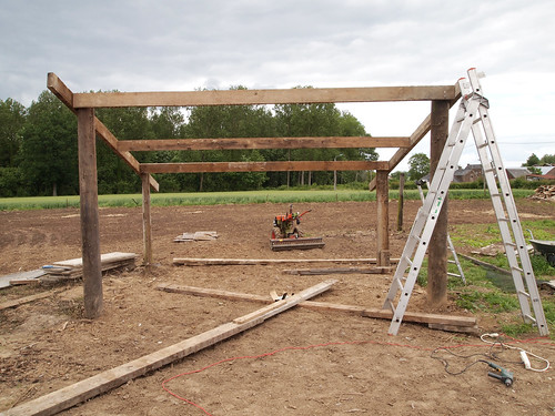 Construction du hangar : structure et charpente