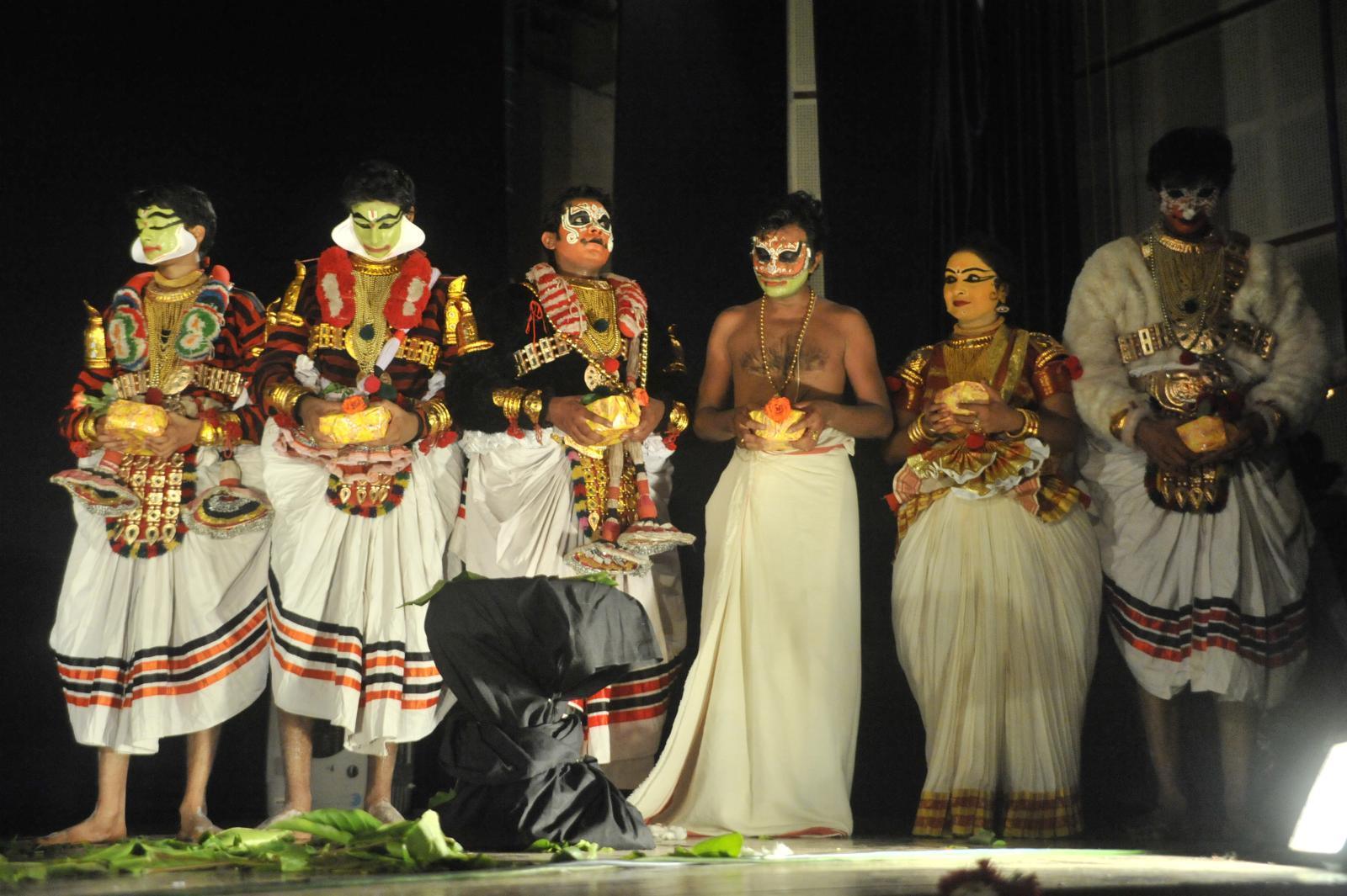 The troupe of  Margi Madhu : Koodiyattam - Bali Vadham