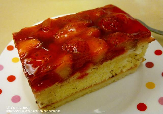 季節限定的草莓蛋糕,草莓放的一點也不手軟呀!