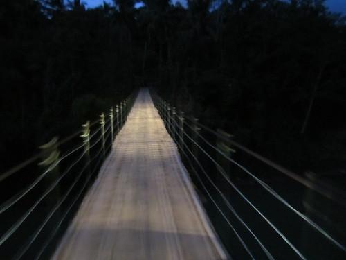 Jembatan Sasak Gantung merupakan salah satu akses menuju Desa Mandalamekar. Jembatan ini memiliki panjang 80 meter dengan kedalaman 20 meter. Melewatinya menggunakan sepeda motor, menjadi tantangan tersendiri. (Foto: Yudha PS)