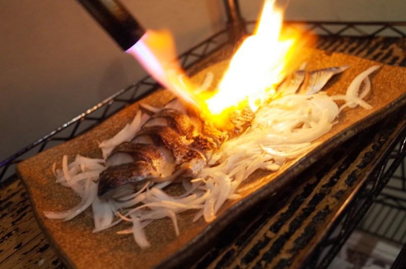 grill chub mackerel on fire