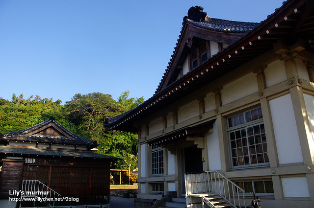 武德殿的側門,另外一邊的木造建築不知道是什麼。