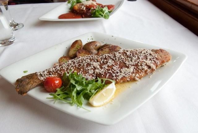 第一次把吃一尾魚當作一餐。^^a. Seehotel Grüner Baum Boutiquehotel am Hallstättersee