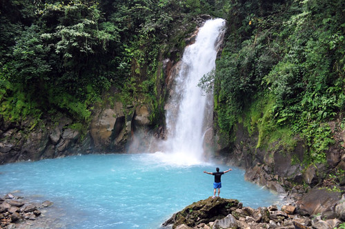 El río Celeste fue uno de los lugares más bonitos que pudimos disfrutar en Costa Rica, ... cascadas de ensueño, el color del agua, el entorno, la naturaleza, el volcán Tenorio al fondo ... Memoria de viajes 2012 Memoria de viajes 2012 7538376538 d32a3005ff
