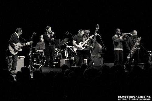 Jimmie Vaughan & Tilt Awhirl feat. Lou Ann Barton