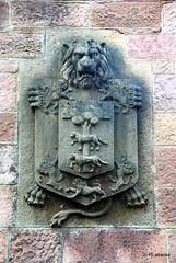 Escudo de armas en la fachada de una casa