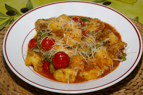 Potato gnocchi with tomatoes and broccoli by La belle dame sans souci