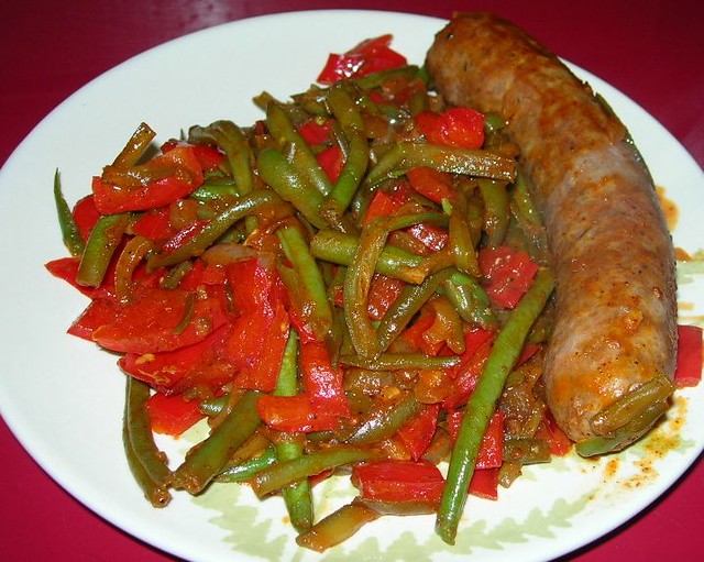 Bratwurst with Green Beans and Red Peppers