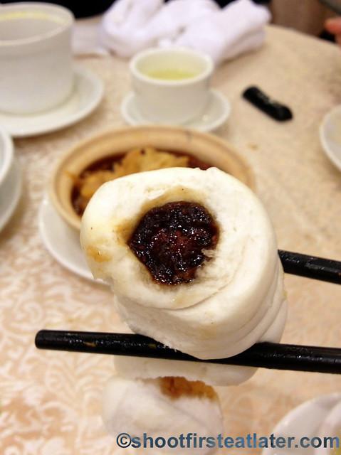 Chuk Yuen dim sum -Chinese sausage 'lap cheong' bun-001