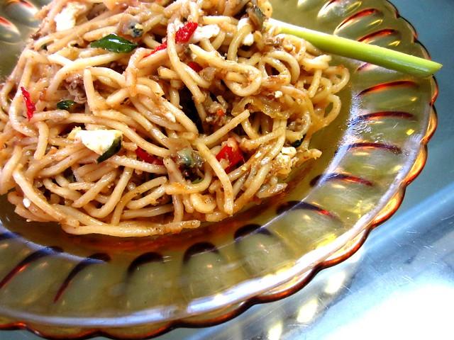 STP's curry clam noodles