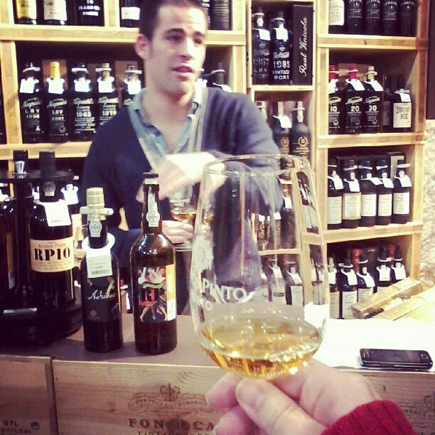 En GN Cellar catando vinos de madeira y oporto
