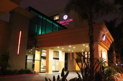 review red lion hotel anaheim provides disneyland. Black Bedroom Furniture Sets. Home Design Ideas