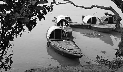 Boats by Ganges by vishangshah