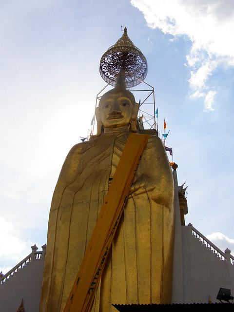 Luang Pho To at Wat Intharawihan - Bangkok, Thailand
