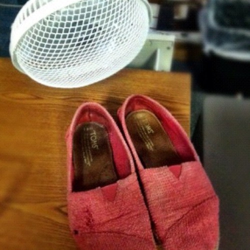 I found a way to dry my shoes.
