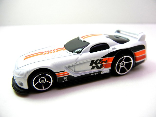 hot wheels dodge viper gts-r white k&n (2)