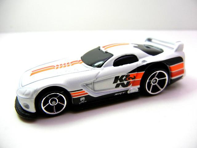hot wheels dodge viper gts-r white k&n (2)