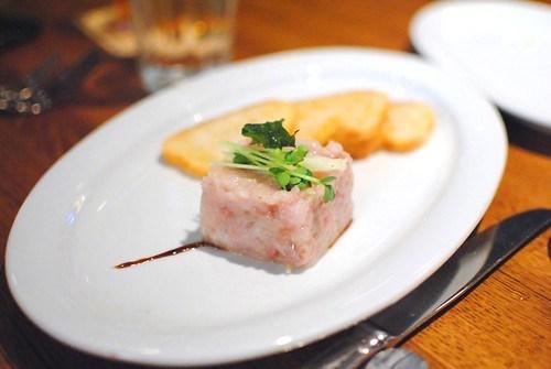 KONA KAMPACHI TARTARE japanese mustard, green apple