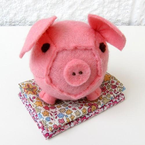 Little patchwork piggy