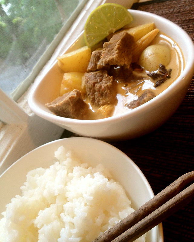 Beef massaman curry (gaeng massaman neur)