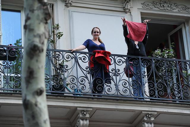 Boulevard St-Germain, le rouge est mis aux fenêtres - © Razak
