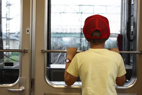 Juste derrière la cabine du conducteur du train