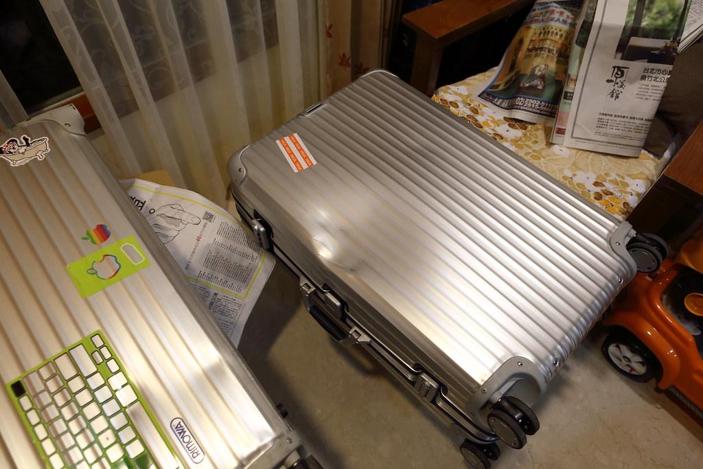 請問有人自己敲過凹掉的RIMOWA Topas鋁箱嗎? - 包包大集合 - 時尚討論區 - Mobile01