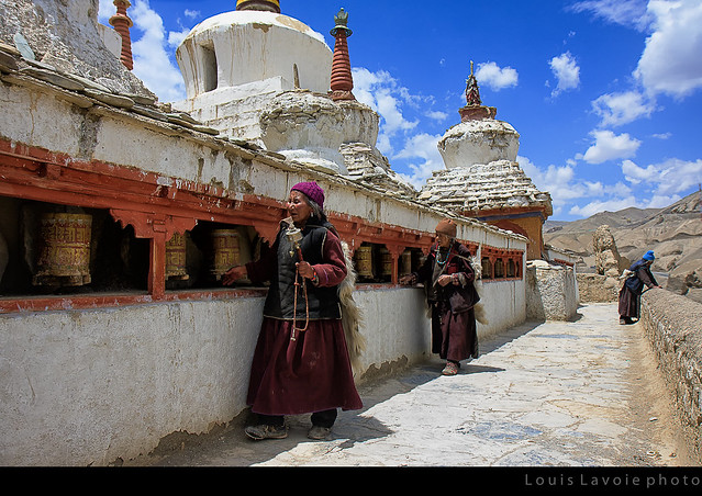 Moulins de prière et dévotes
