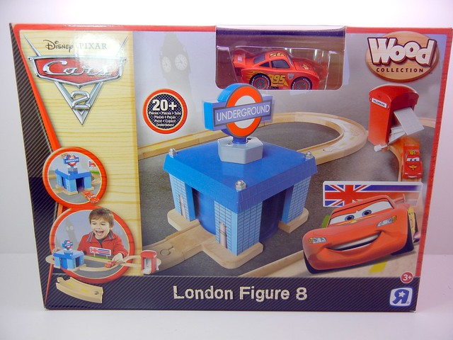 disney cars 2 wood collection london figure 8 playset (1)