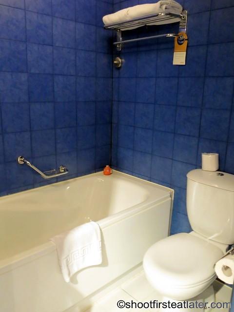 Mövenpick Hotel Mactan - Deluxe Ocean Front Room  1 king bed-003