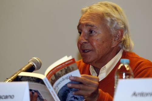 Enrique Florescano, en la Librería Rosario Castellanos, durante la presentación de la serie Historia Ilustrada de México Foto José Antonio López