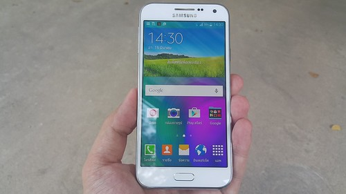 Samsung Galaxy E5 ด้านหน้า