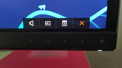 Dell UltraSharp 34 Curved Monitor จะเป็นปุ่ม 4 ปุ่ม แบบ Multi-purpose