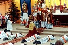 Priesterweihe in Ecône durch Erzbischof Marcel Lefebvre